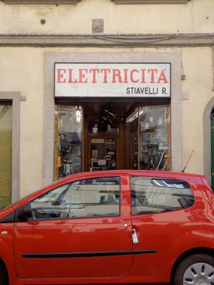 red car elettricita